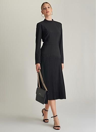 NGSTYLE Piliseli ve Troklu Elbise Siyah